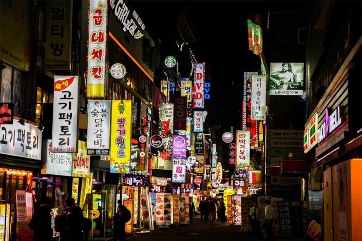 Corea del Sur pide a las operadoras localizar a todos los que estuvieron en la zona de bares contagiada